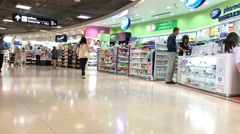 Timelapse of people crowd in Suvarnabumi duty free zone Stock Footage