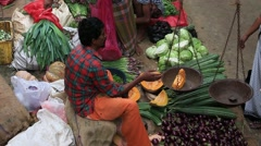 Sellers in street market sell fresh fruits and vegetables. Matara, Sri Lanka - stock footage