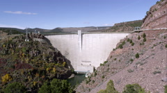 Panning view of the Flaming Gorge Dam from right to left. Stock Footage