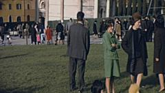 Pisa 1967: visitors in Piazza dei Miracoli Stock Footage