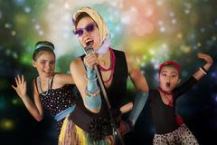 Rockabilly chicks with vintage microphone Kuvituskuvat