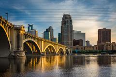 Evening light on the Central Avenue Bridge and Minneapolis skyline, in Minnea Stock Photos