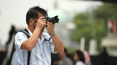 Singapore Asian man takes photo on promenade Stock Footage