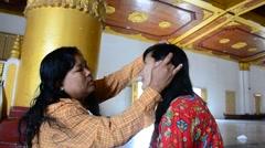 Burmese woman using thanaka makeup for traveler thai women Stock Footage