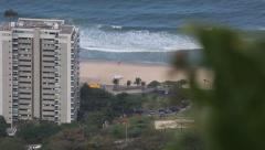Asa delta pousando na praia Stock Footage