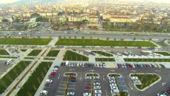 Car parking lots and smoothly flowing traffic along Maltepe shore in Istanbul. A Stock Footage