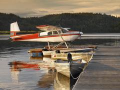 Floatplane moored at a jetty - Canada Kuvituskuvat