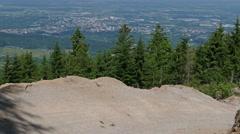Mountain bike rider graviti slope Stock Footage