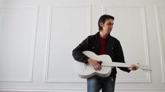 White quitar performer Arkistovideo