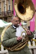 Street musician playing the tuba Kuvituskuvat