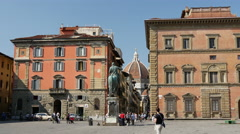 Tourist makes picture from the Statue of Cosimo I de' Medici, Florence, Italy Stock Footage