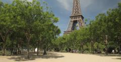 La Tour Eiffel à Paris - stock footage