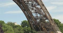La Tour Eiffel à Paris Stock Footage