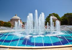 The view of fountain in Sultan Ahmet Park with Ayasofya Hurrem Sultan Hamam i Stock Photos