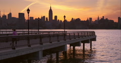 Woman jogging a Hoboken pier in the early morning Arkistovideo