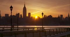 Man jogging a Hoboken pier at sunrise Arkistovideo