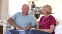 Carer Sitting With Senior Man Whilst He Eats Lunch Arkistovideo