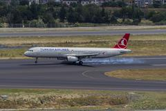 Airplane landing Kuvituskuvat