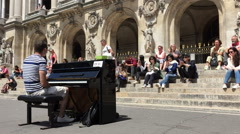 People applude a pianist in Paris - stock footage