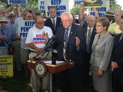 Bernie Sanders speaks at a news conference  Kuvituskuvat