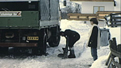 Ramsau 1981: man putting snow chains on his truck Stock Footage