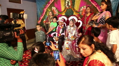 Traditional Indian wedding. Relatives photographed with the bride and groom. - stock footage