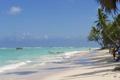 People walk by the tropical beach, Punto Cana, Dominican Republic. Kuvituskuvat