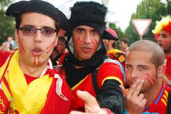 Groupe spanish football fans - stock photo