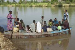 Passengers embark local ferry boat in Bahir Dar, Ethiopia. Kuvituskuvat