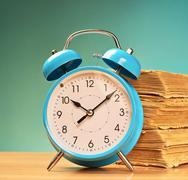 Alarm clock and old books Kuvituskuvat