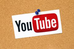 YouTube logotype pinned on cork bulletin board Kuvituskuvat