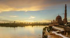 Timelapse beautiful sunset of Putra Mosque, Putrajaya, Malaysia. Stock Footage