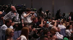foto press a crowd of photographers and journalists long shoot - stock footage