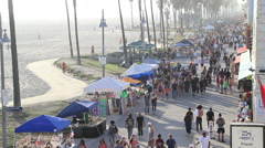 Speed changing movement of Venice Beach crowd Stock Footage