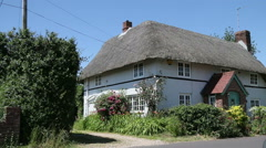 Thatched cottage in english village Stock Footage