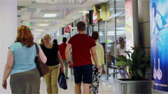 The movement of people in the corridor of the shopping center Stock Footage