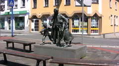 Engelbert Humperdinck Statue in Boppard in Germany Stock Footage