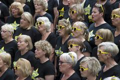 Rock Choir at the annual Winchester Hat Fair in Hampshire UK Stock Photos
