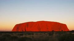 Brilliant red uluru pan Stock Footage