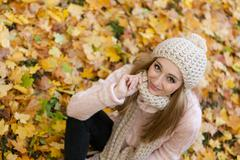 Attractive young woman relaxing in atumn park outdoor Stock Photos