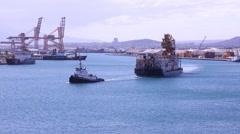 HONOLULU, HAWAII - JULY 2015: Tug boat pulls heavily loaded barge in Honolulu Arkistovideo