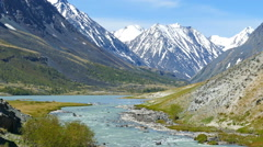 Mountain landscape with river in Altay, zoom in Stock Footage