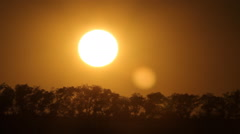 Setting sun with orange sky and heatshimmer. Stock Footage