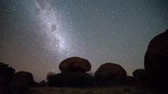 devils marbles/ karlu karlu star time lapse - stock footage