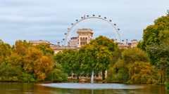 Buckingham Palace time-lapse from Saint James Park in London Stock Footage