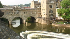Pan across the Pulteney Bridge and Weir on the River Avon England. Stock Footage