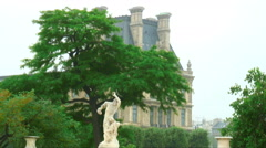 Statue in front of a large building in Paris. Stock Footage