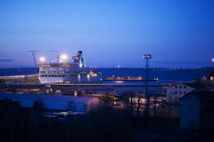 Night view of a docked cruise liner Kuvituskuvat