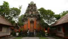 Ubud Palace gate panning shot, balinese architecture, kori agung Stock Footage
