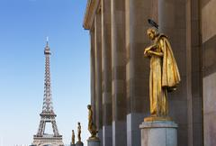 Eiffel tour and statues of Trocadero Stock Photos
